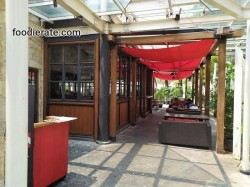Lokasi Outdoor TGI Fridays di Central Park
